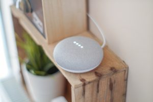 Voice First Device per le ricerche vocali SEO