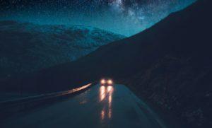 Indagine Tungsram: 7 su 10 automobilisti italiani faticano a guidare di notte