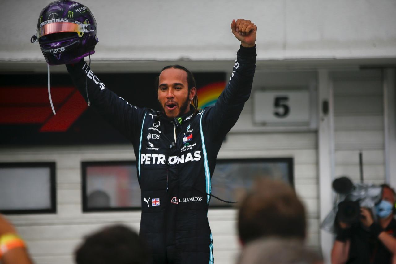 PETRONAS GRAND QUIZ e vinci l'autografo digitale certificato di Lewis Hamilton