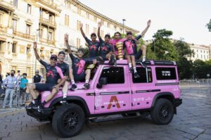 INEOS Grenadiers sulla Grenadier Rosa - vincitori Giro Italia 2021